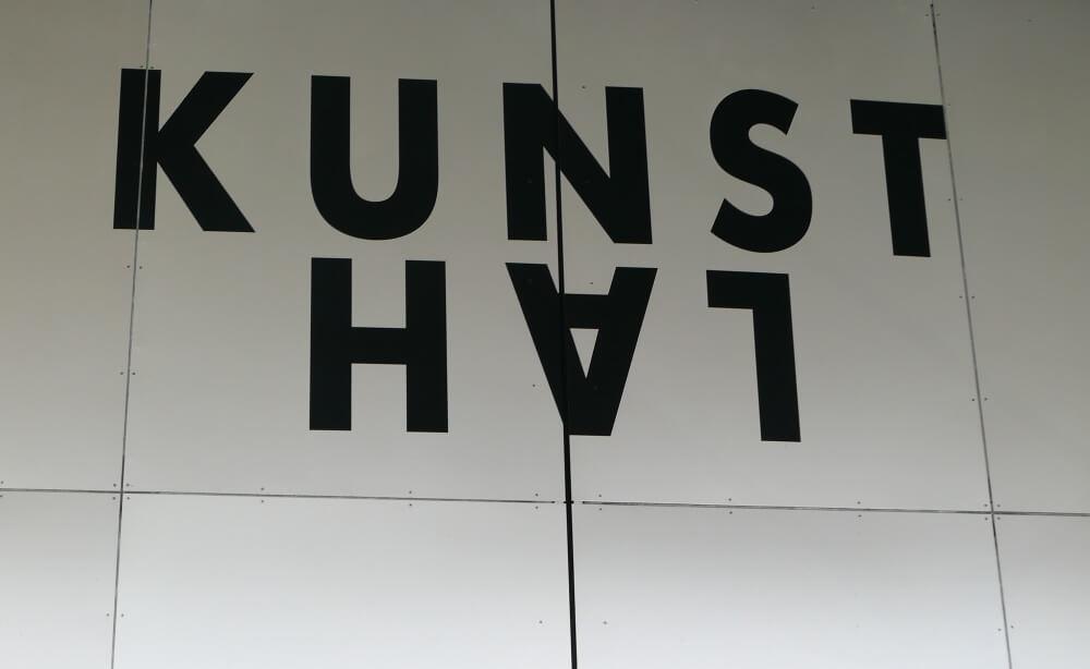 Naam Kunsthal op de muur