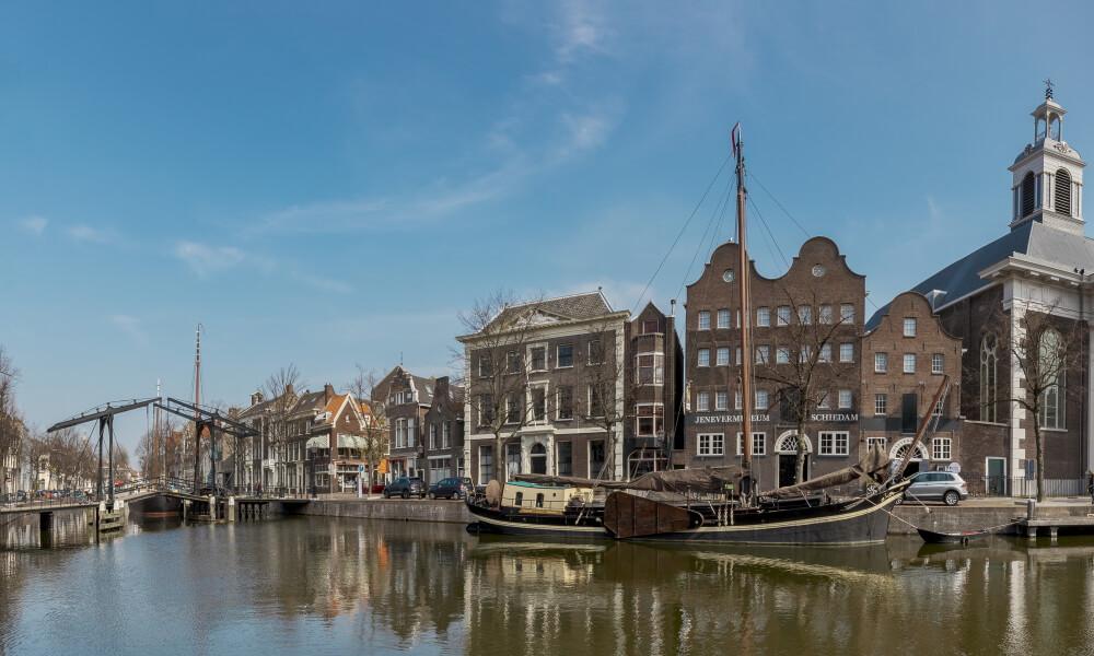 Nationaal Jenever museum in Schiedam aan Lange haven