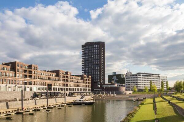 Overzicht van haven in Venlo waar het Limburgs Museum is