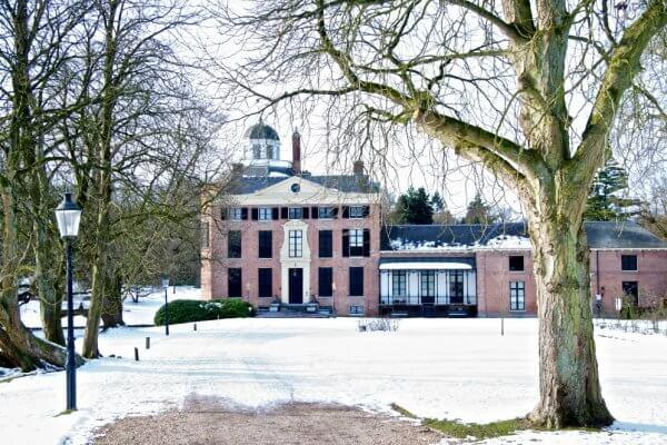 Kasteel Rosendael in de sneeuw in de winter