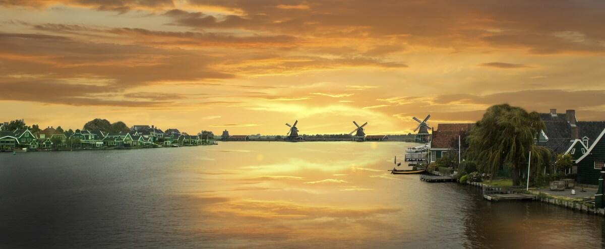 Zonsondergang bij Zaanstad